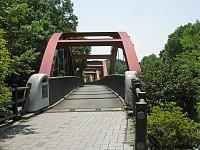 鹿島台の鉄橋。グーグルマップでは白だったが、本物は赤になっていた。